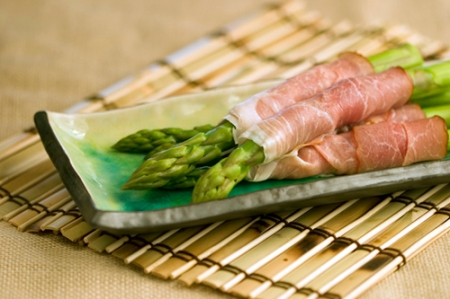 asparagus-wrapped-in-prosciuttojpeg