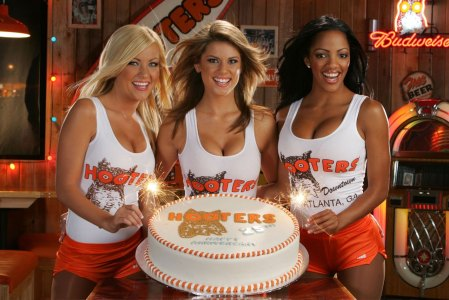 hooters31482-hi-hootersgirls_cake