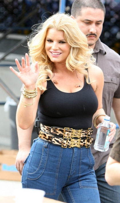 jessica-simpson-gains-weight-gain-diet-skinny-overweight-pembroke-pines-performance-january-2009-tony-romo-birthday-blue-icing-jessica-simpson-tuna-fish-nipple-slip-upskirt-topless-bikin