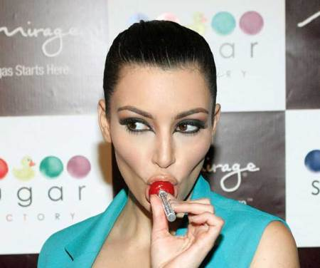 kim-kardashian-sucking-lolli